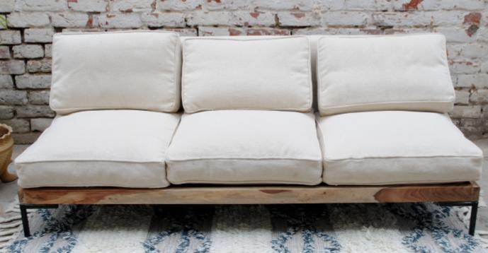Three-seater sofa in wood, with white fabric cushions, without armrests