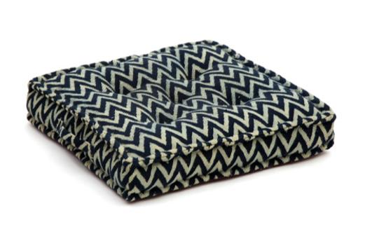 Seat cushion, memory foam, non-slip backrest, durable fabric, superior comfort and softness, reduces pressure and body contours, washable. Decoration: black and white geometric stripe.
