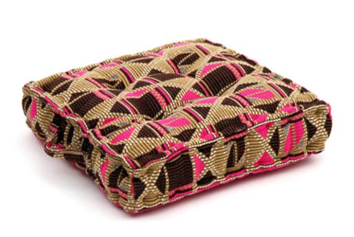 Seat cushion, memory foam, non-slip backrest, durable fabric, superior comfort and softness, reduces pressure and body contours, washable. Decoration: brown and pink geometric pattern.
