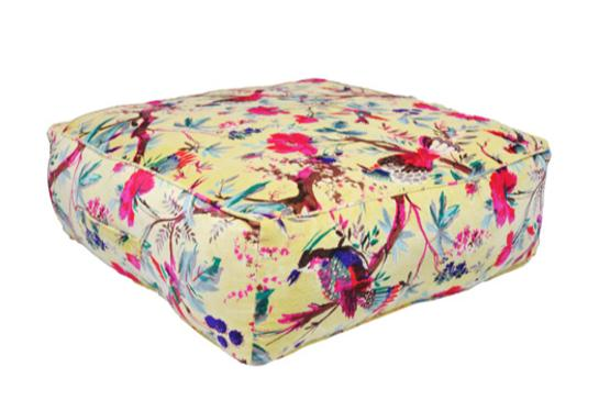 Beige velour-effect seat cushion, tropical parrot pattern, memory foam, non-slip backrest, durable fabric, superior comfort and softness, reduces pressure and body contours, washable.
